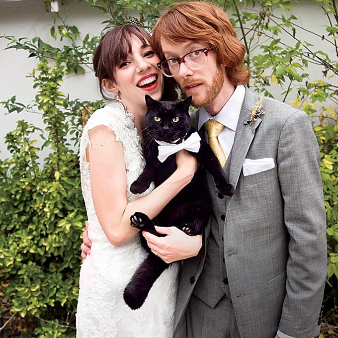 real-wedding-photos-with-pets-dog-cat-bird-horse-ideas-cat