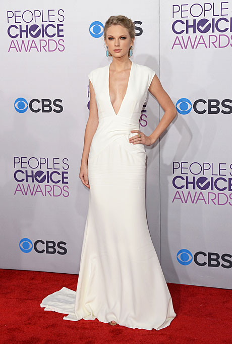 best-wedding-red-carpet-dresses-taylor-swift-peoples-choice-awards-2013