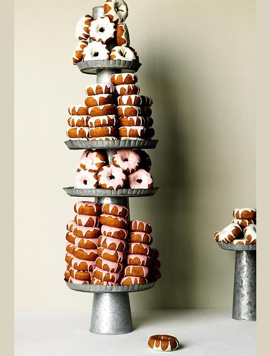 vintage_rustic_cake_stand